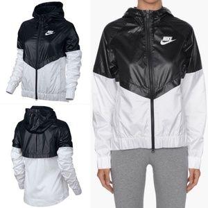 Nike windbreaker windrunner black white